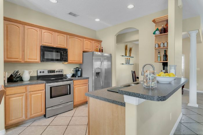 1912-precious-cir--apopka--fl-32712----17---kitchen.jpg