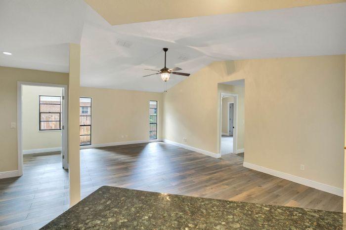 10817-la-vista-loop-riverview-fl-3357816family-room.jpg