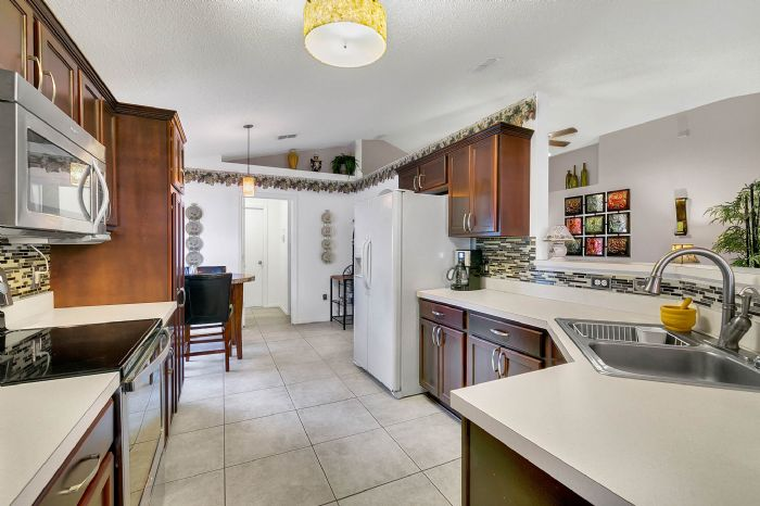 425-yearling-cove-loop--apopka--fl-32703---11---kitchen.jpg