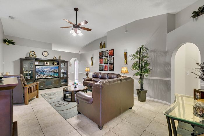 425-yearling-cove-loop--apopka--fl-32703---14---family-room.jpg