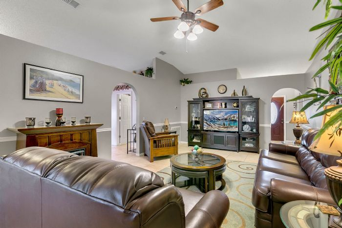 425-yearling-cove-loop--apopka--fl-32703---15---family-room.jpg