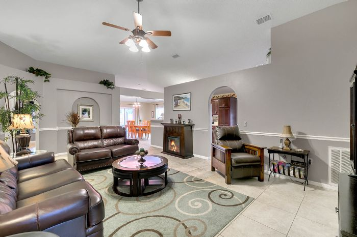 425-yearling-cove-loop--apopka--fl-32703---16---family-room.jpg