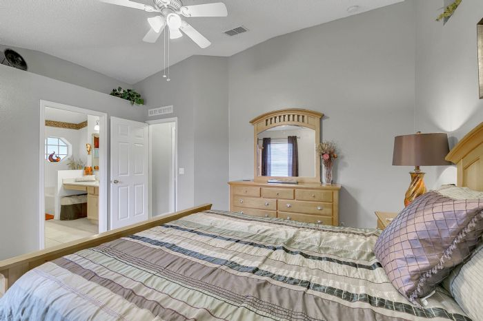 425-yearling-cove-loop--apopka--fl-32703---18---master-bedroom.jpg