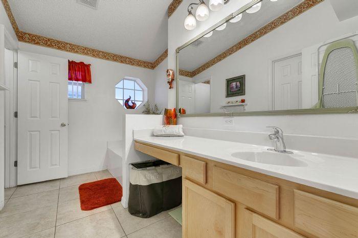 425-yearling-cove-loop--apopka--fl-32703---19---master-bathroom.jpg