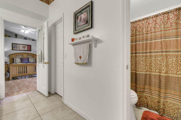 425-yearling-cove-loop--apopka--fl-32703---20---master-bathroom.jpg