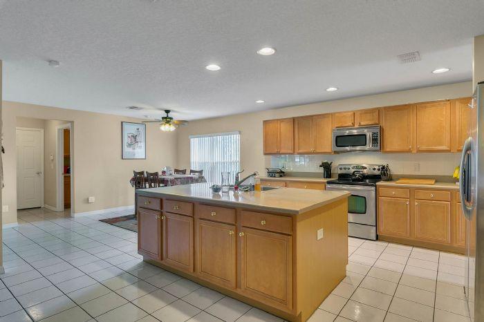 2528-wild-tamarind-blvd--orlando--fl-32828---12---kitchen.jpg
