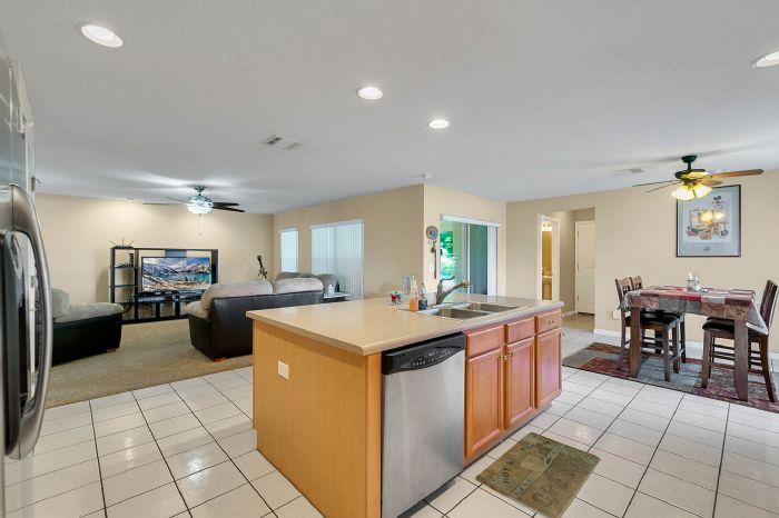 2528-wild-tamarind-blvd--orlando--fl-32828---13---kitchen.jpg