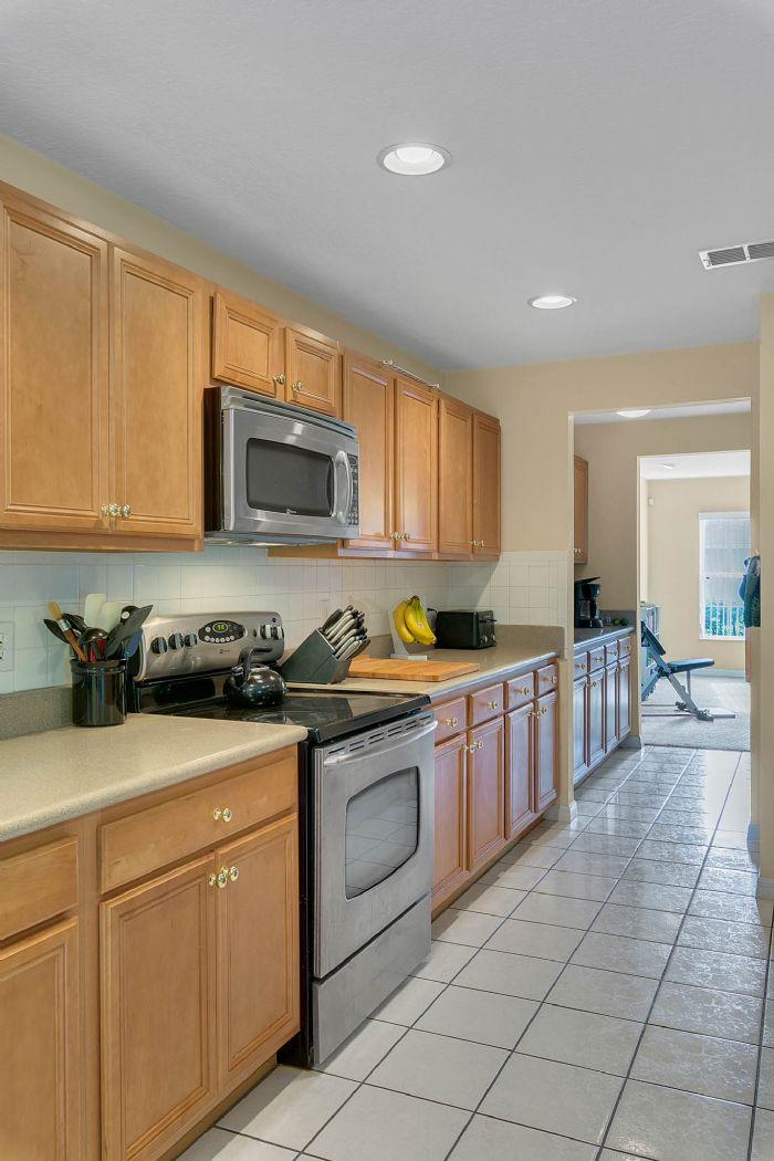 2528-wild-tamarind-blvd--orlando--fl-32828---18---kitchen.jpg