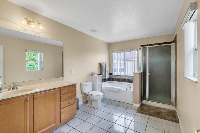2528-wild-tamarind-blvd--orlando--fl-32828---26---master-bathroom.jpg