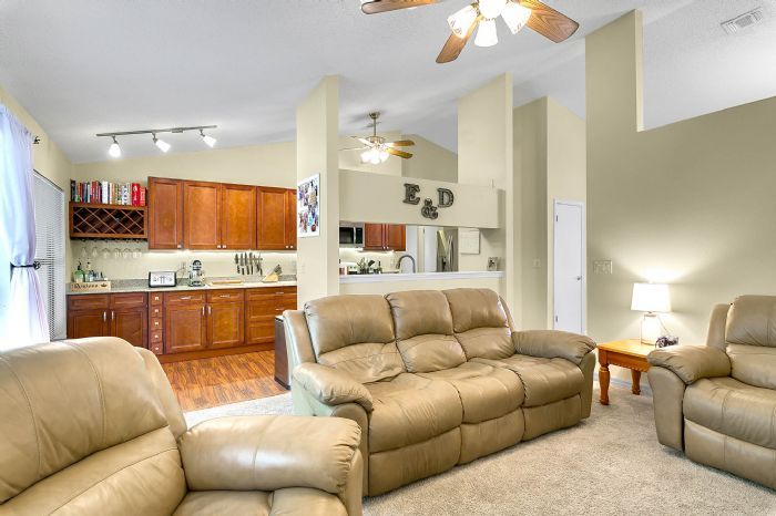 2332-sweetaire-ct--apopka--fl-32712----15---family-room.jpg