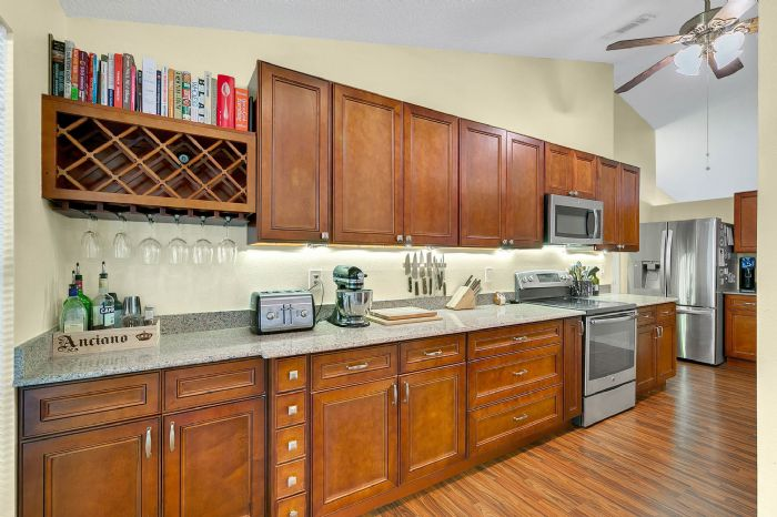 2332-sweetaire-ct--apopka--fl-32712----16---kitchen.jpg