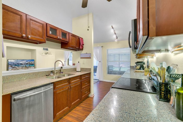 2332-sweetaire-ct--apopka--fl-32712----17---kitchen.jpg