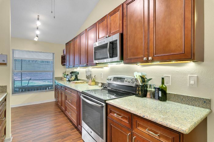2332-sweetaire-ct--apopka--fl-32712----18---kitchen.jpg