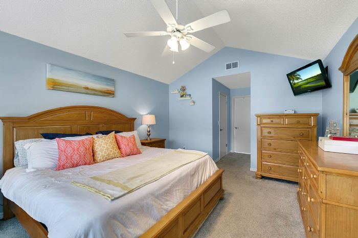 2332-sweetaire-ct--apopka--fl-32712----20---master-bedroom.jpg