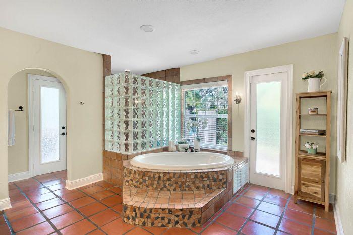 11425-lake-butler-blvd--windermere--fl-34786----28---master-bathroom.jpg