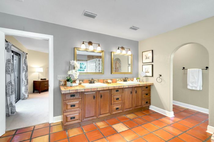 11425-lake-butler-blvd--windermere--fl-34786----29---master-bathroom.jpg