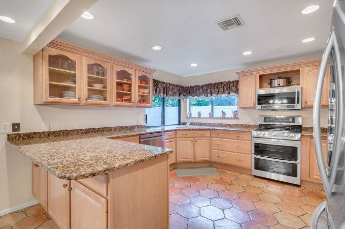 1124-howell-branch-rd--winter-park--fl-32789---13---kitchen.jpg