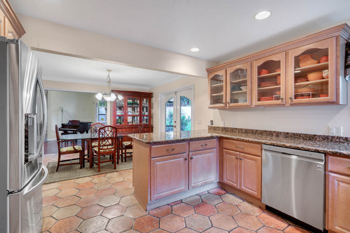 1124-howell-branch-rd--winter-park--fl-32789---15---kitchen.jpg
