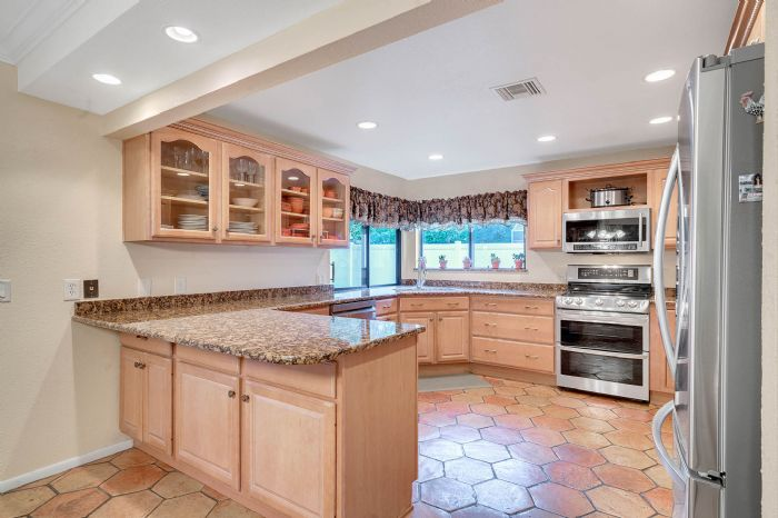 1124-howell-branch-rd--winter-park--fl-32789---17---kitchen.jpg