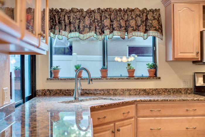 1124-howell-branch-rd--winter-park--fl-32789---19---kitchen.jpg