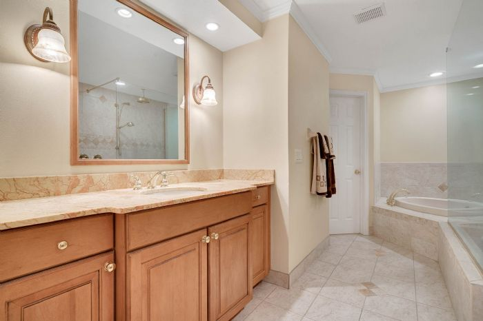 1124-howell-branch-rd--winter-park--fl-32789---29---master-bathroom.jpg