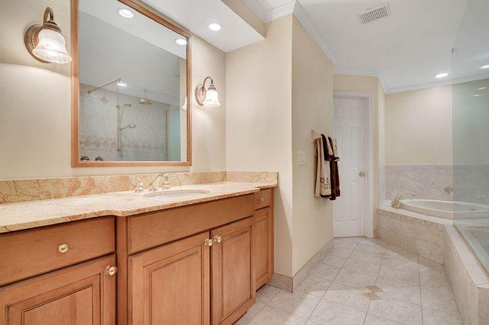 1124-howell-branch-rd--winter-park--fl-32789---29---master-bathroom.jpg