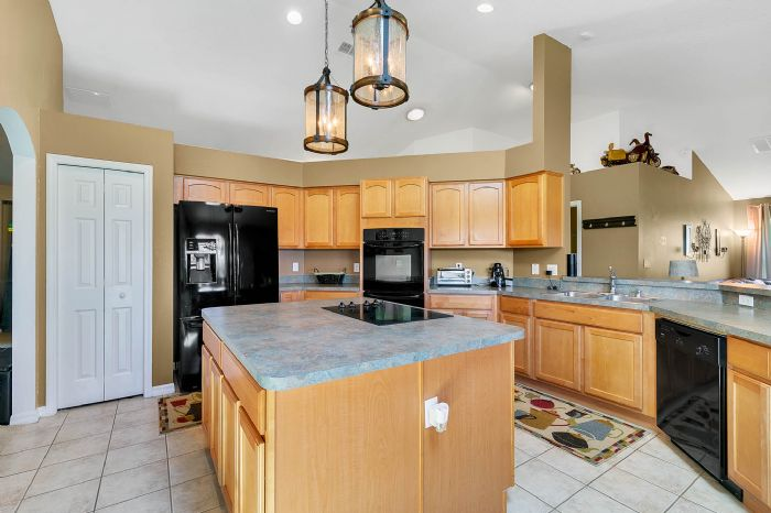 5706-sweetheart-ct--st-cloud--fl-34772----15---kitchen.jpg