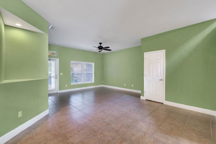1207-tallow-rd--apopka--fl-32703---06---family-room.jpg