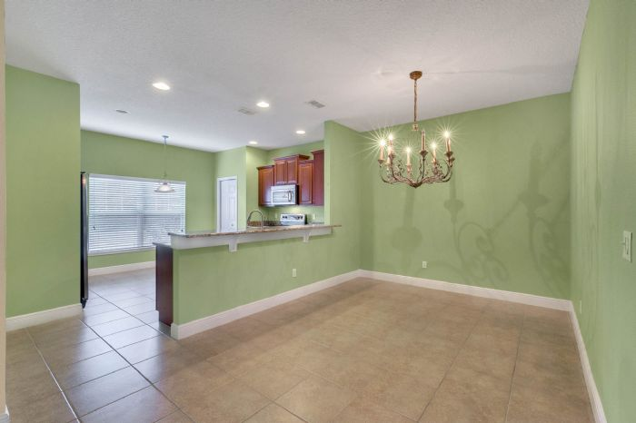 1207-tallow-rd--apopka--fl-32703---08---dining-room---kitchen.jpg