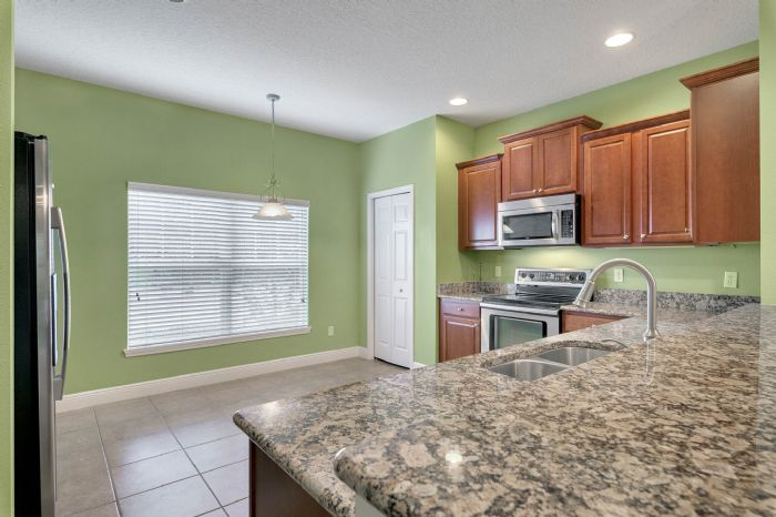 1207-tallow-rd--apopka--fl-32703---09---kitchen.jpg