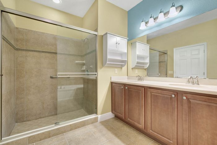1207-tallow-rd--apopka--fl-32703---19---master-bathroom.jpg