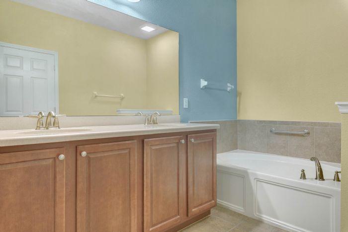1207-tallow-rd--apopka--fl-32703---20---master-bathroom.jpg
