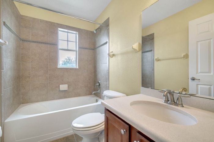 1207-tallow-rd--apopka--fl-32703---24---bathroom.jpg