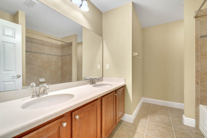 1207-tallow-rd--apopka--fl-32703---25---bathroom.jpg