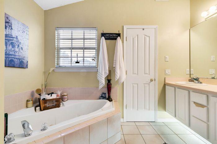 7217-bay-club-way--orlando--fl-32835---17---master-bathroom.jpg