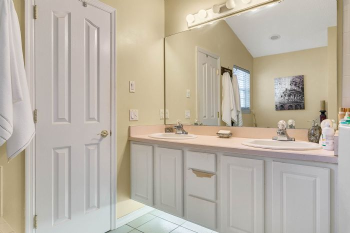 7217-bay-club-way--orlando--fl-32835---18---master-bathroom.jpg