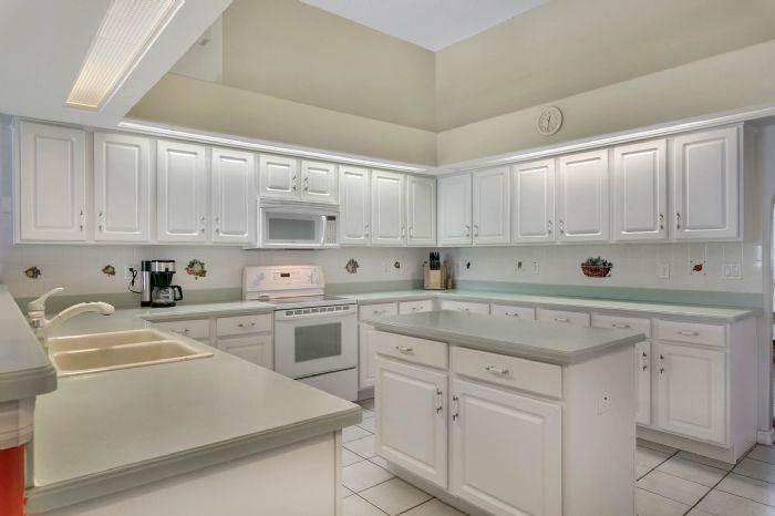 15051-green-valley-blvd--clermont--fl-34711---13---kitchen.jpg