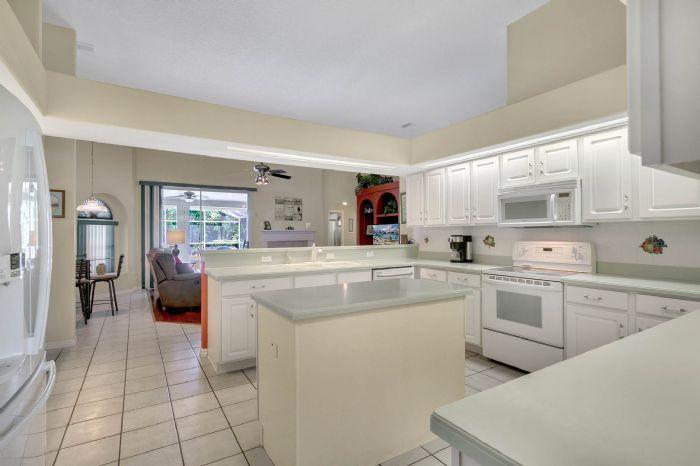 15051-green-valley-blvd--clermont--fl-34711---14---kitchen.jpg
