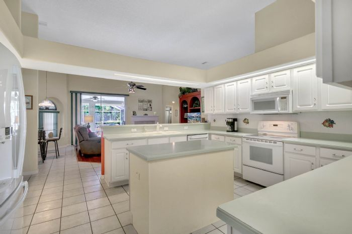 15051-green-valley-blvd--clermont--fl-34711---14---kitchen.jpg