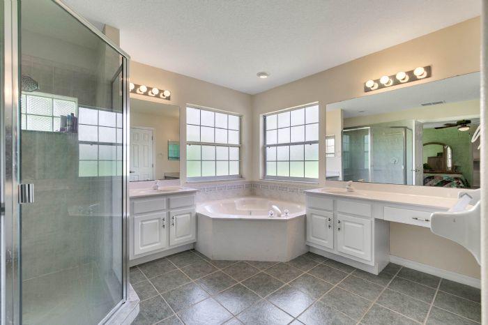 15051-green-valley-blvd--clermont--fl-34711---21---master-bathroom-copy.jpg