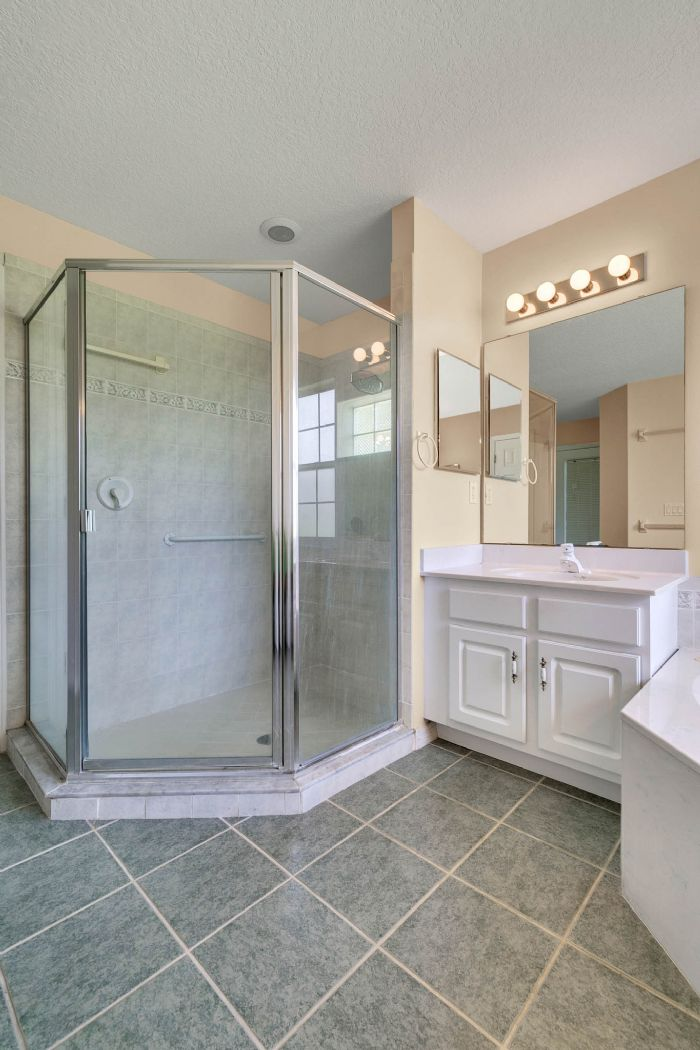 15051-green-valley-blvd--clermont--fl-34711---22---master-bathroom.jpg