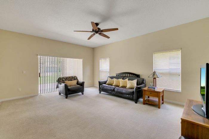 5457-gemgold-ct--windermere--fl-34786---09---family-room.jpg