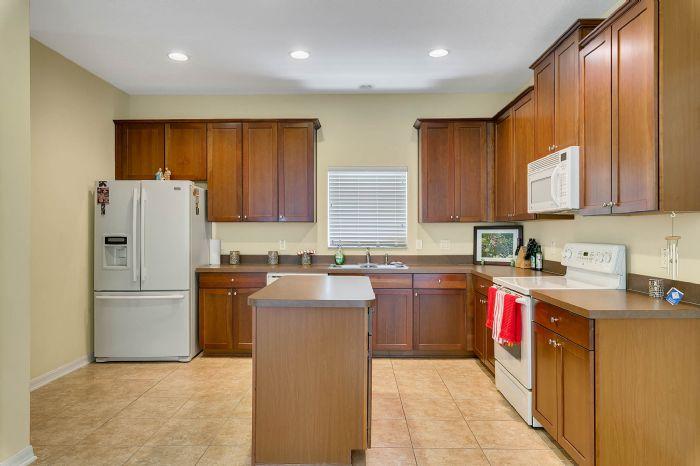 5457-gemgold-ct--windermere--fl-34786---13---kitchen.jpg