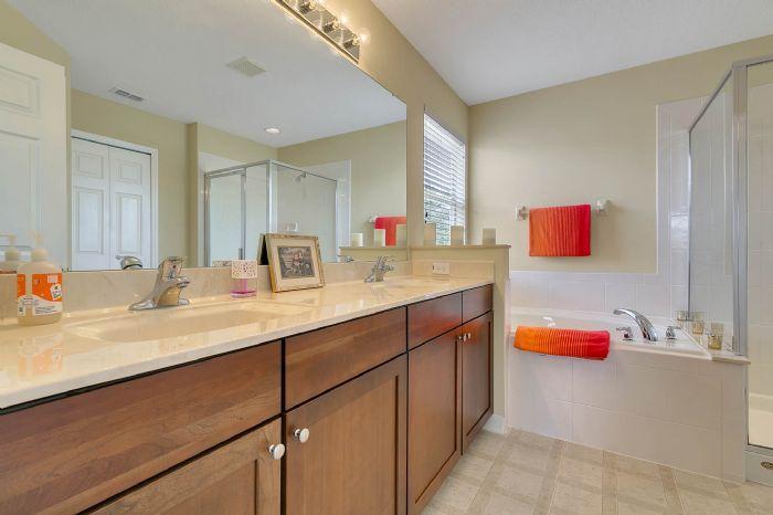 5457-gemgold-ct--windermere--fl-34786---18---master-bathroom.jpg