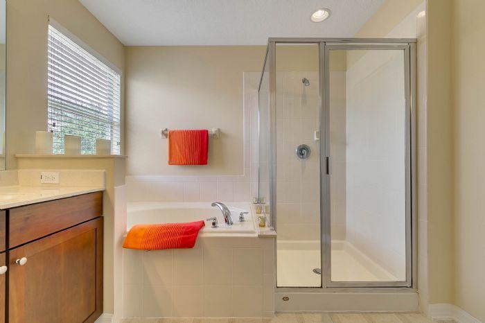 5457-gemgold-ct--windermere--fl-34786---19---master-bathroom.jpg