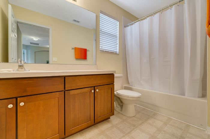 5457-gemgold-ct--windermere--fl-34786---23---bathroom.jpg