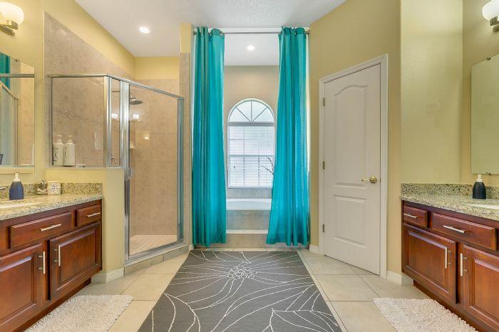 1935-lazy-oaks-loop--st-cloud--fl-34771---23---master-bathroom.jpg