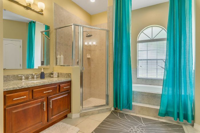1935-lazy-oaks-loop--st-cloud--fl-34771---24---master-bathroom.jpg