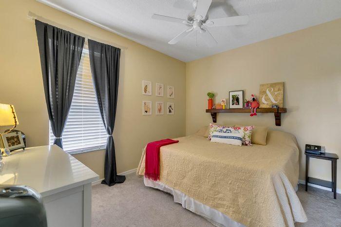 1935-lazy-oaks-loop--st-cloud--fl-34771---27---bedroom.jpg
