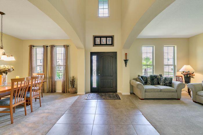 15327-heron-hideaway-cir--oakland--fl-34787---05---foyer.jpg